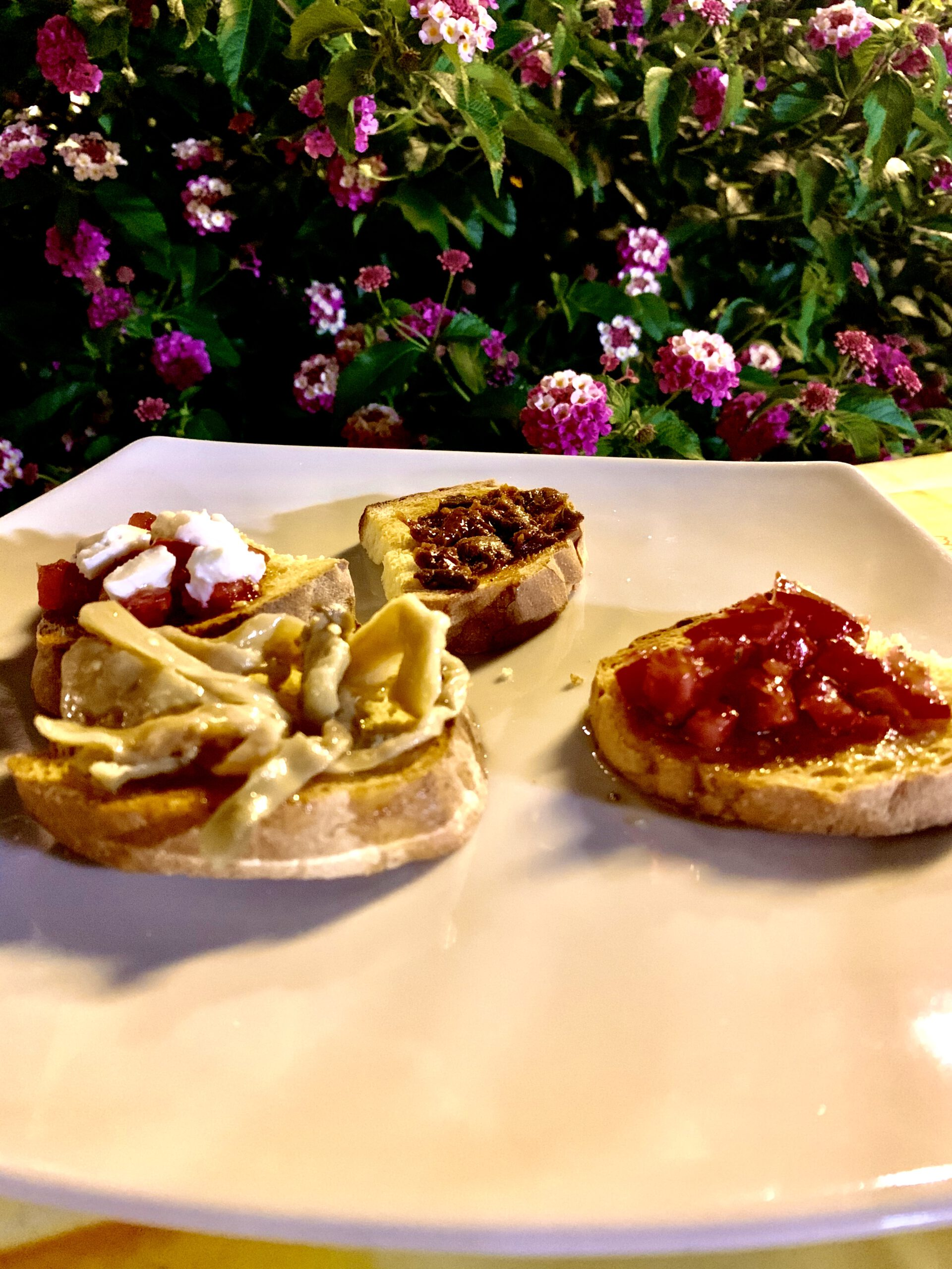 Bruschette miste (4 pezzi) <img class=